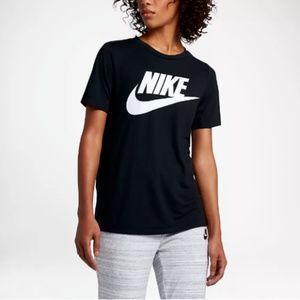 Nike Sportswear Essential Tee Shirt size L (NWT)